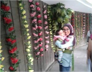 terowongan penuh bunga