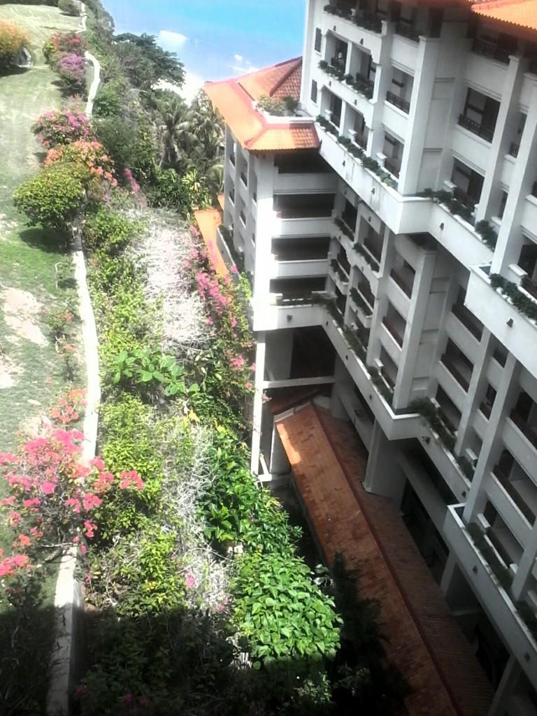 Jurang menganga sedalam 15 lantai yang diubah menjadi hotel