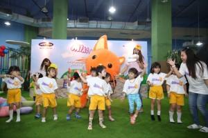 Kids Dancing with Miao Mi