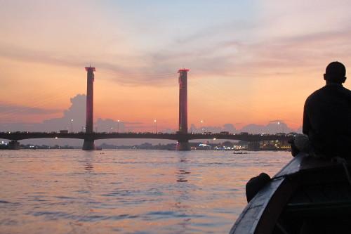 Pesona Sunset dari Jembatan Ampera (Fotro :Afif/detikTravel/travel.detik.com)
