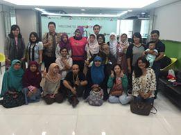 Foto bersama peserta dan Dya Loretta sesudah acara