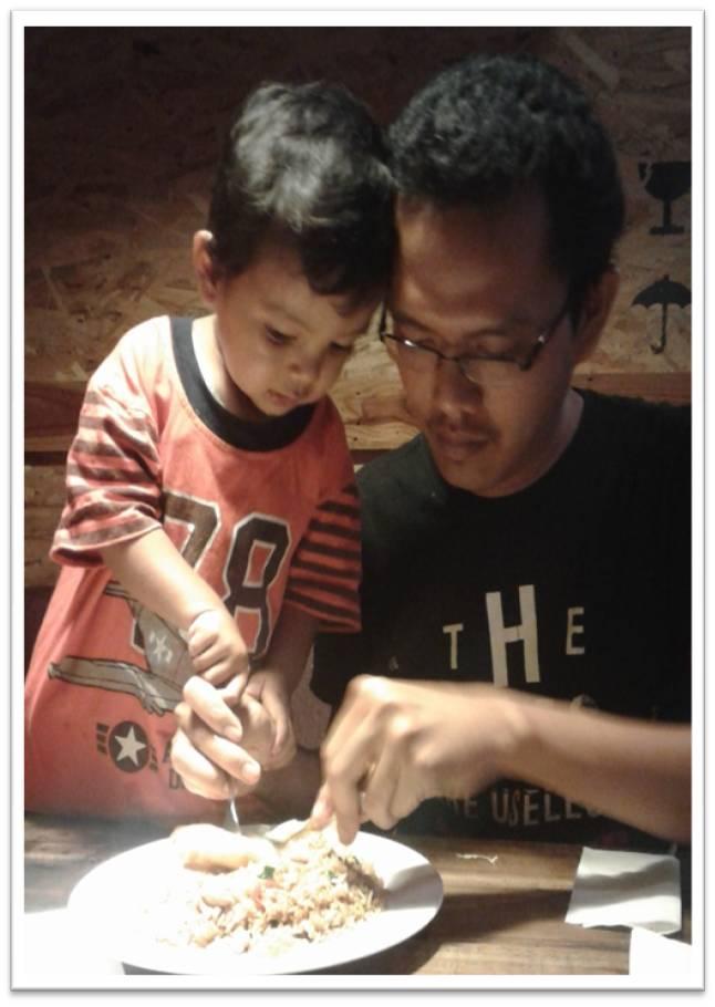 kebersamaan Bintang dan Daddy di meja makan