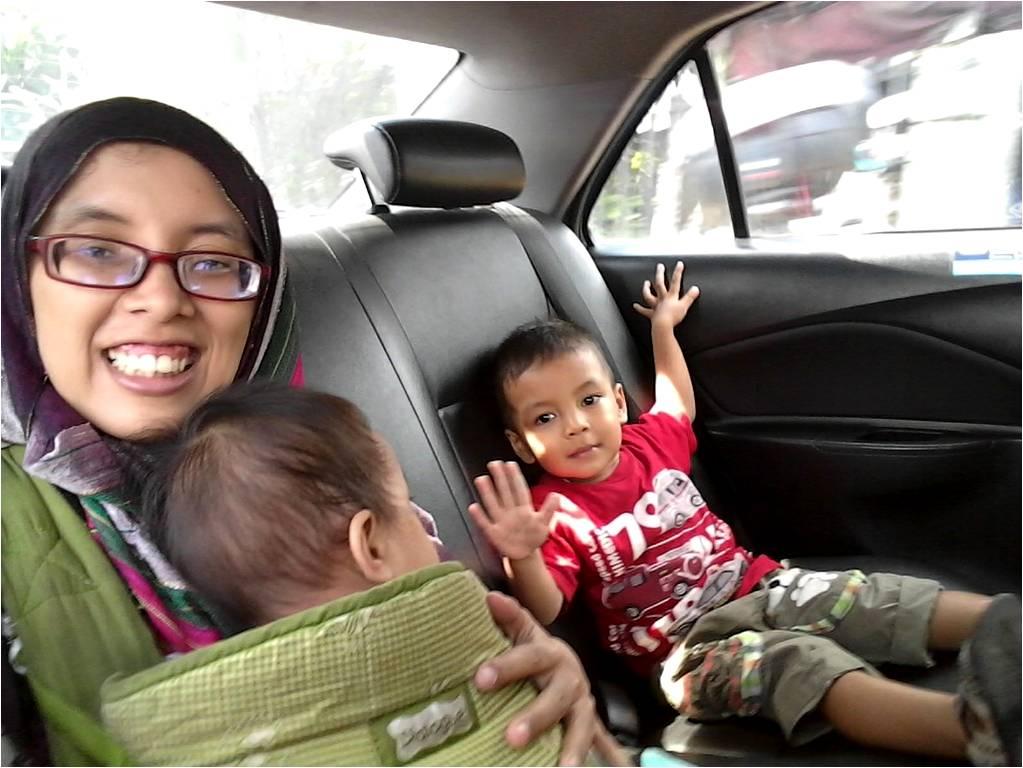 saya bersama Bintang dan Azizah menikmati pengalaman perdana ke mall tanpa Daddy