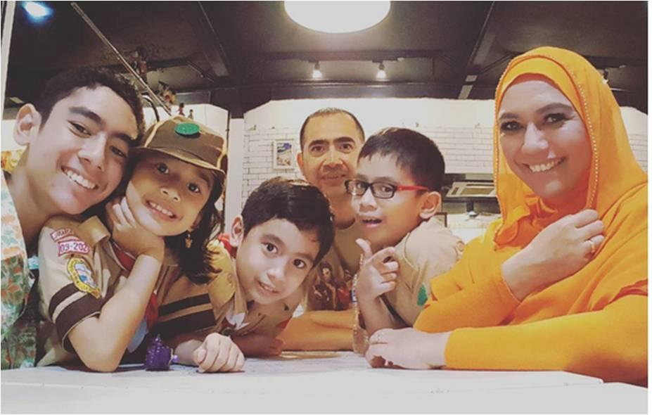 yonna Kairupan and family