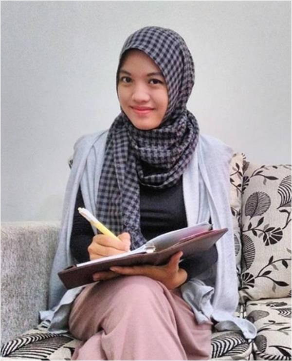 dewi-ratnasari-blogger-jurnalis