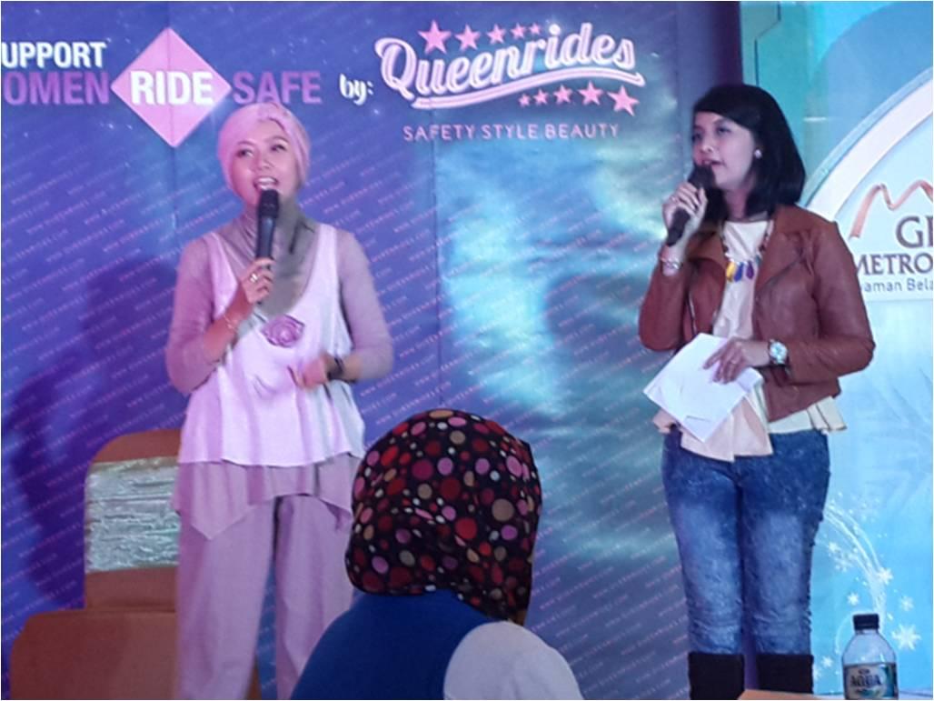 Founder Kumpulan Emak Blogger Mak Mira Sahid dalam talkshow Queenrides