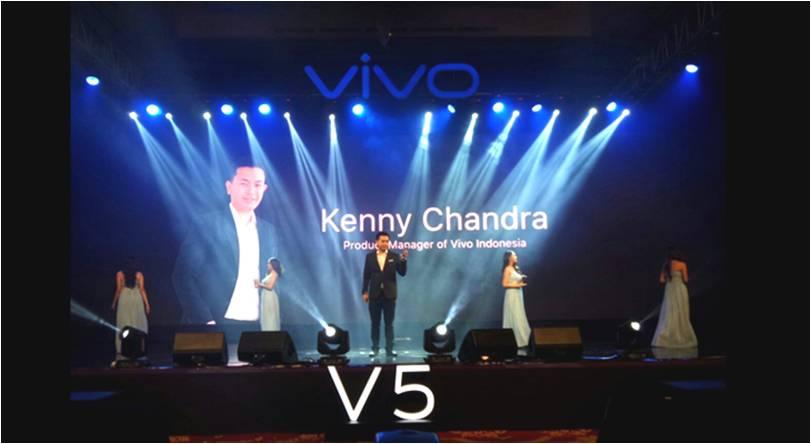 Pimpinan Vivo Mobile Indonesia memperkenalkan produk vivo