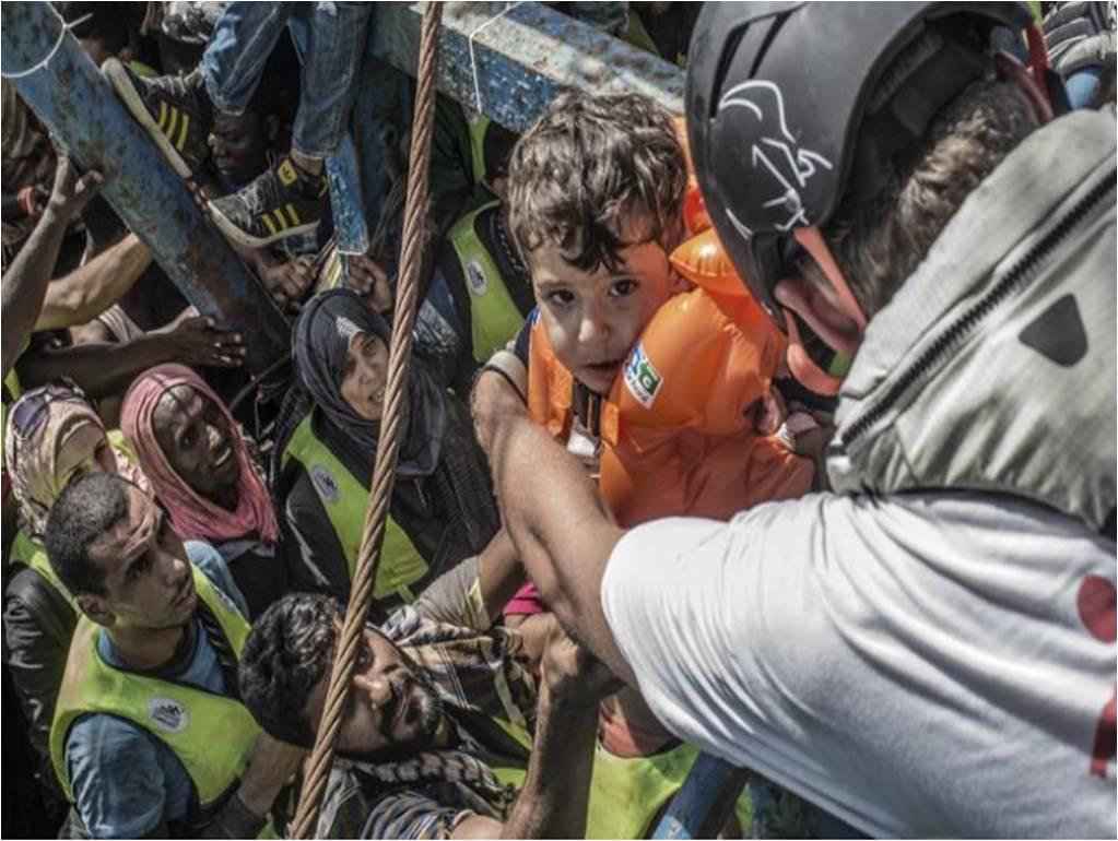 Relawan MSF saat bekerja pada situasi krisis.